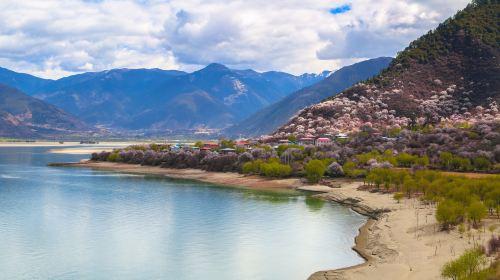 新都桥+波密+鲁朗+林芝+拉萨8日7晚私家团·全程越野车 川藏南线 318国道 掠影之旅
