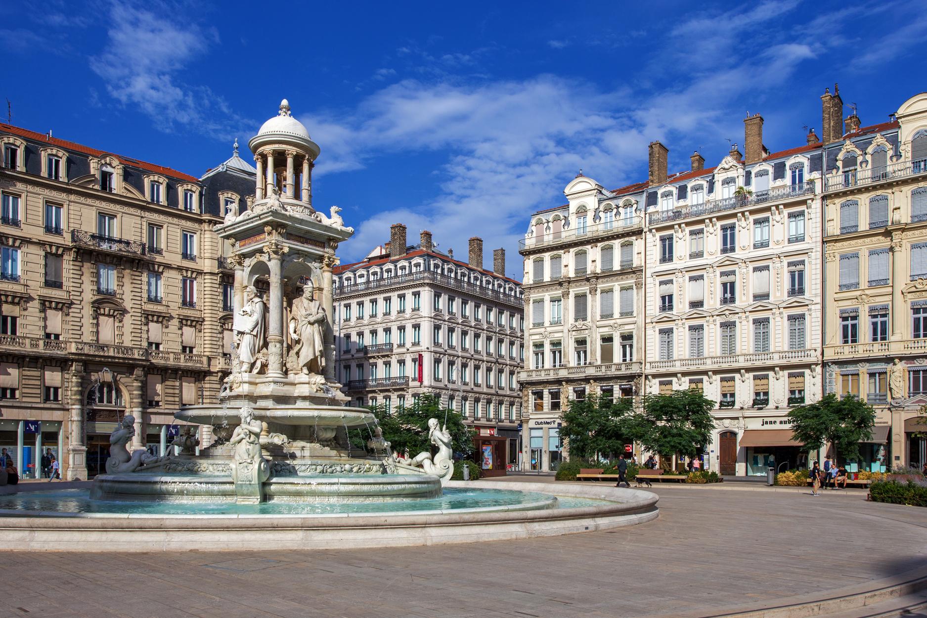法国尼斯+戛纳+圣特罗佩+里昂+巴黎11日9晚自由行(5钻)·省心订 南法1日包车 含尼斯机场接机