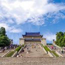 One-day Tour in Nanjing: Sun Yat-sen Mausoleum, Presidential Palace, Nanjing Victims Memorial Hall, and Zhonghua Gate