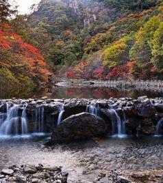 本溪游记图文-国内最美赏枫地之一,辽宁本溪大石湖,大山深处的秋天童话