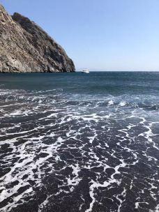 卡马利黑沙滩-圣托里尼-彩虹小青