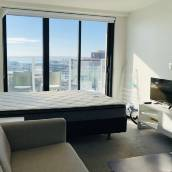 奧克蘭緊靠皇后大街一臥室公寓高檔海景房