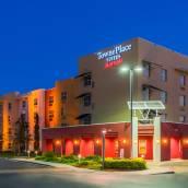 坦帕西海岸機場唐尼普萊斯套房酒店