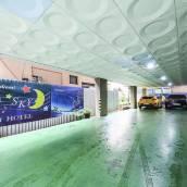 蔚藍天際汽車旅館