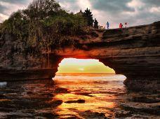 印度尼西亚巴厘岛6日4晚私家团(4钻)·【Ins网红风】住2晚『独栋泳池别墅』+赠1次『漂浮早餐』·2晚『丽思卡尔顿』+赠1次『双人下午茶』·含接送机+专车专导·一站式服务