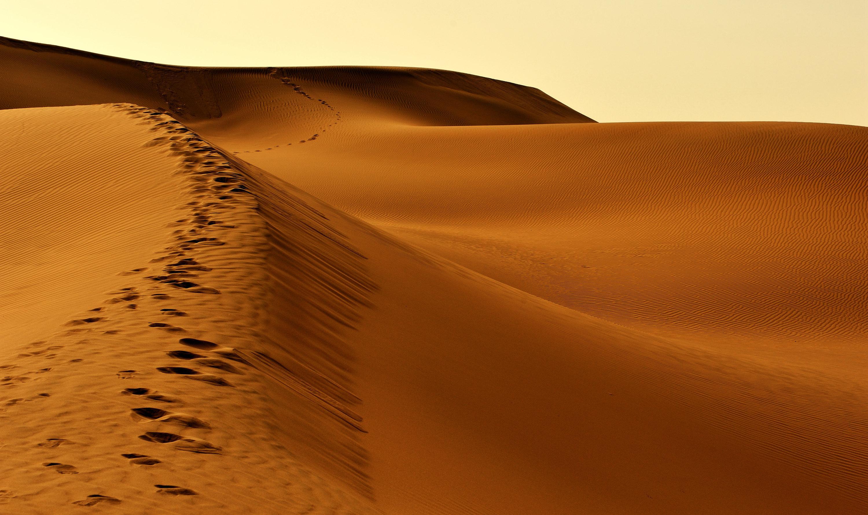 吐魯番火焰山景區+庫木塔格沙漠一日遊(錯峰游沙漠+動車往返+6人小桌餐 真純玩)