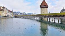 卡佩尔廊桥和八角型水塔