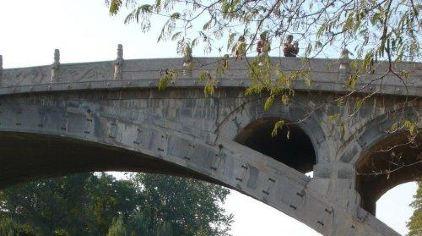 赵州桥游人登桥